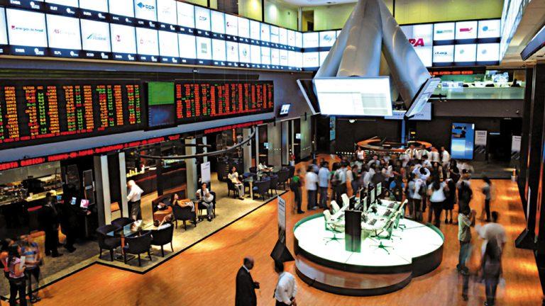 Investidores na Bolsa de Valores de São Paulo