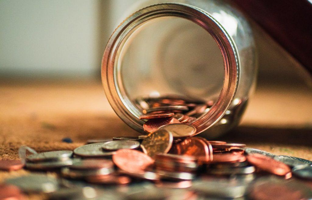 moedas em jarro