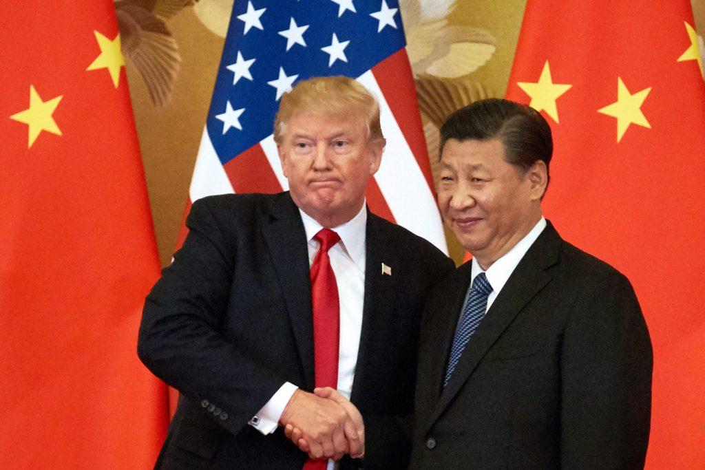 trump xi jinping aperto de mao bandeiras