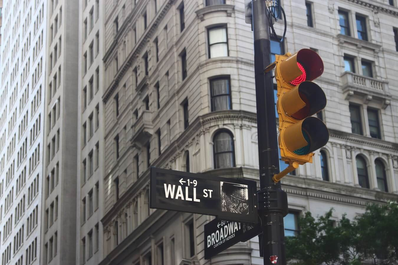 wall st broadway red light