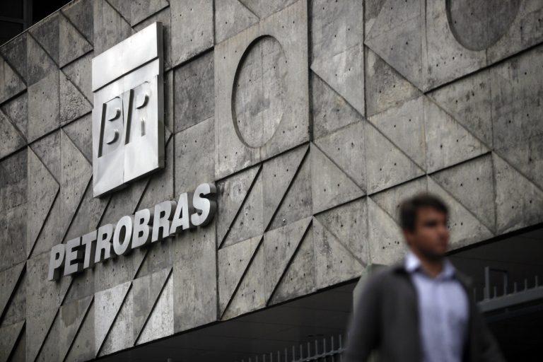 Oferta da Petrobras rende R$ 22 bi ao BNDES, foto de Bloomberg