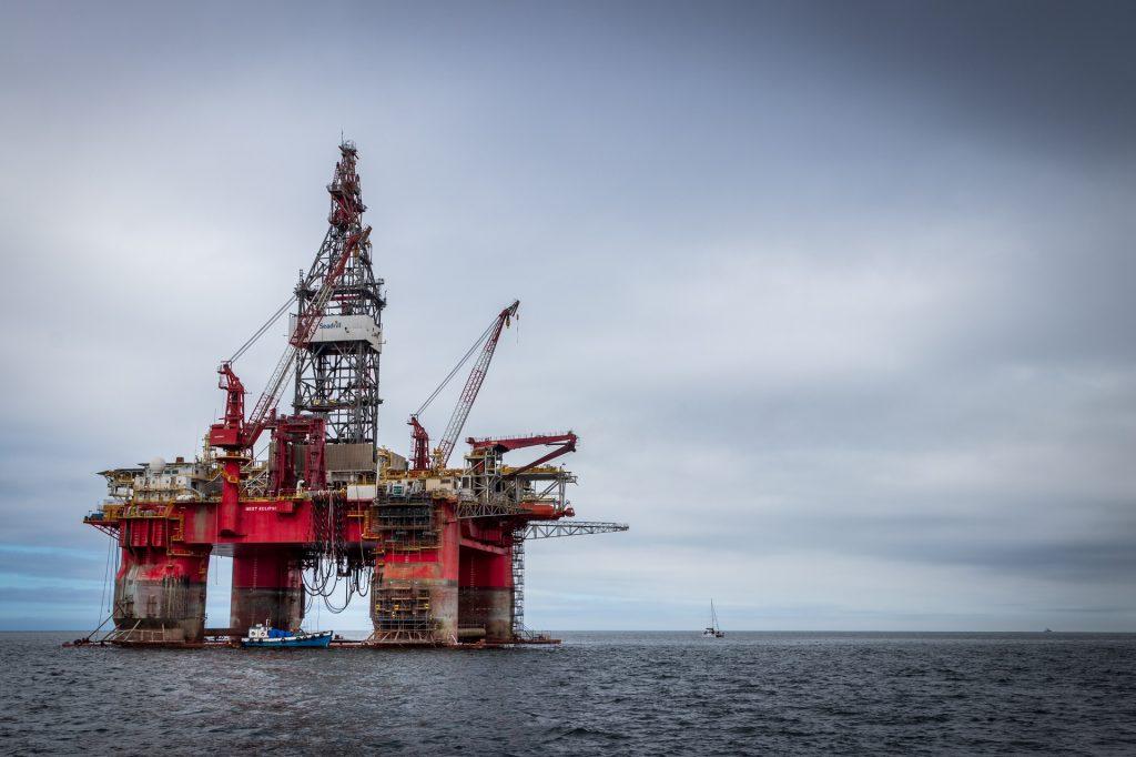 Petrolífera, foto de unsplash