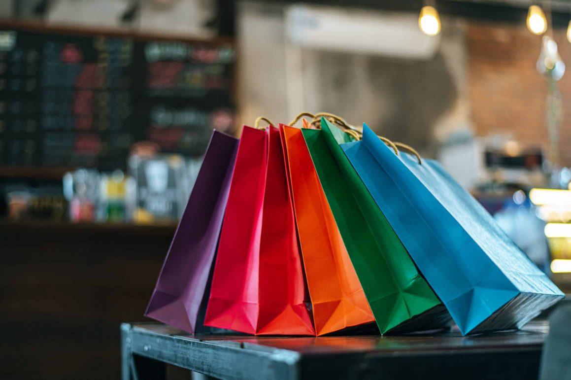 Vendas no comércio varejista caem 0,1%, informa IBGE