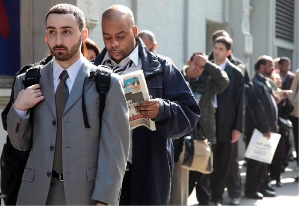 Solicitações de seguro-desemprego nos EUA somam 870 mil na semana passada