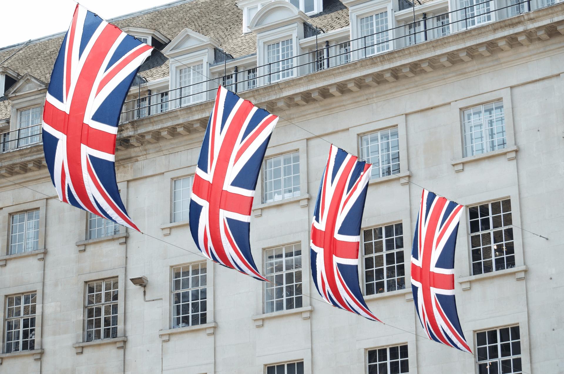 PIB do Reino Unido registra queda de 9,9% em 2020