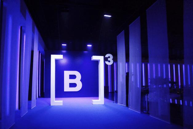 B3 foto de Rafael Von Zuben